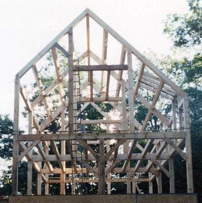 <tt>Timber frame by Patrick Dinnen via Wikimedia Commons</tt>